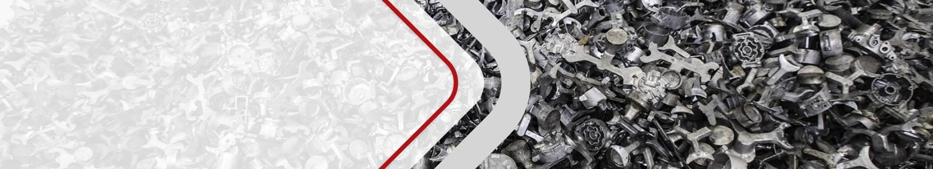 Zdjęcie przedstawia surowce metalowe